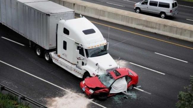 Những lưu ý cần biết khi đi gần xe container, xe tải